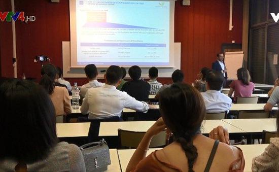 """Hội thảo """"Chuẩn mực kế toán quốc tế trong công ty bảo hiểm"""" tại Pháp"""