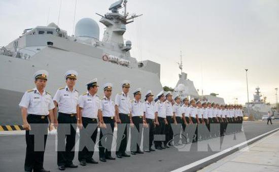 Tàu hộ vệ 016 Quang Trung thăm Nga