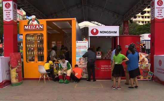 Nhiều hoạt động mua sắm tại phố đi bộ Nguyễn Huệ