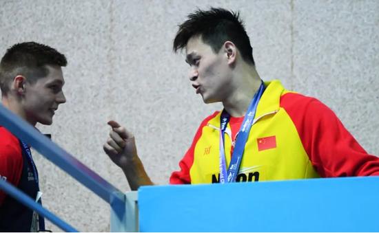 """""""Anh là kẻ thất bại, tôi là người chiến thắng"""": VĐV Trung Quốc la lối sau khi bị hắt hủi trên bục nhận giải"""