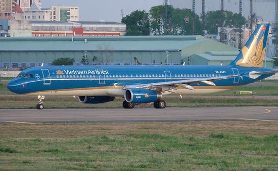 Máy bay hạ cánh khẩn cấp cứu hành khách bị chảy máu ngực
