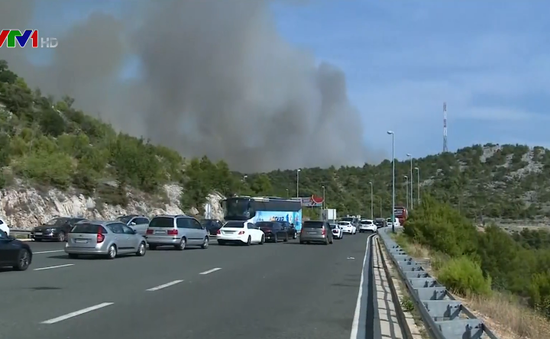 Cháy rừng tại Croatia, một tuyến đường cao tốc phải đóng cửa