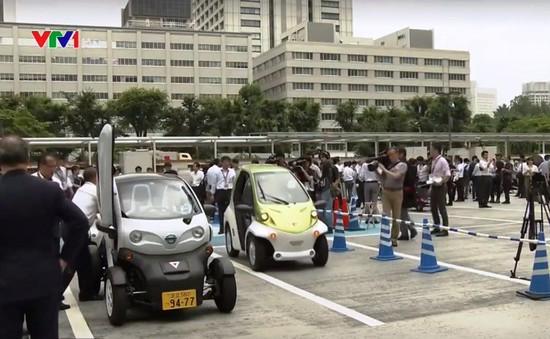 Nhật Bản giới thiệu xe điện cá nhân cho người già