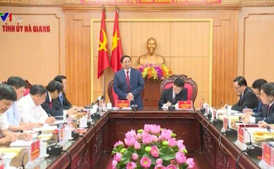 Đồng chí Phạm Minh Chính làm việc tại Hà Giang