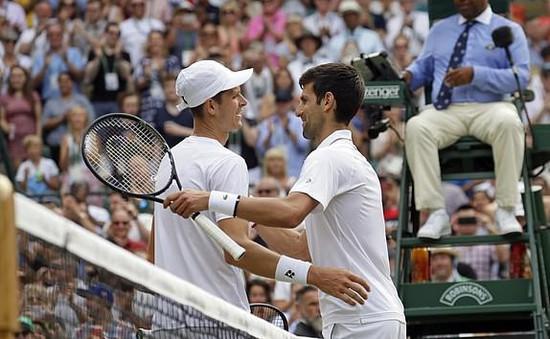 Vòng 3 Wimbledon 2019: Novak Djokovic thắng kịch tính tay vợt trẻ người Ba Lan