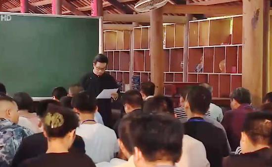 Thầy đồ dạy Hán Nôm, thư pháp miễn phí suốt 15 năm