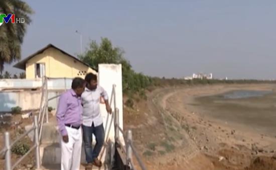 Cạn kiệt nước do nắng nóng ở Ấn Độ