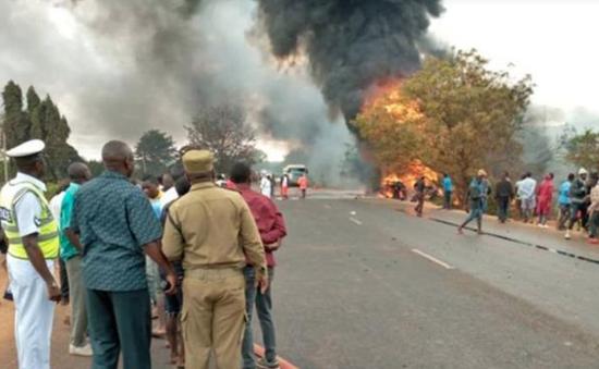 Nổ xe chở xăng dầu ở Tanzania, hơn 100 người thương vong
