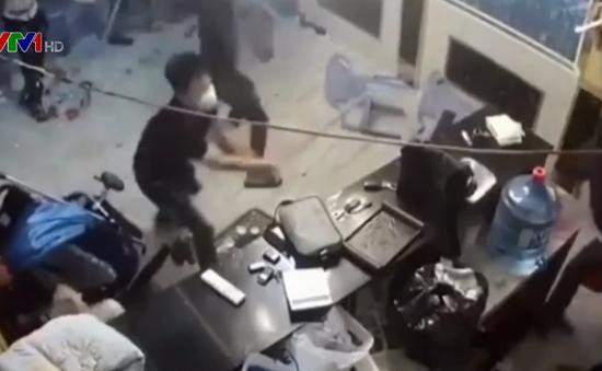 TP.HCM: Hàng chục côn đồ đập phá nhà hàng ở quận 1