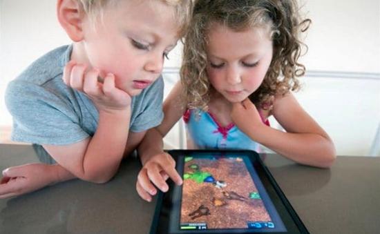 Hạn chế trẻ dưới 5 tuổi xem nhiều màn hình điện tử