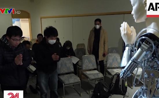 Ngôi chùa ở Nhật gây tranh cãi khi dùng nhà sư robot giảng đạo