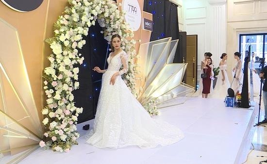 Sôi động sắc màu triển lãm cưới