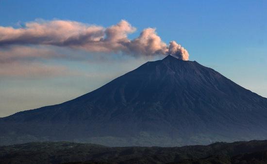 Indonesia cảnh báo an toàn bay do núi lửa phun trào