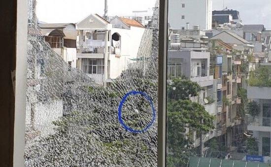 Cư dân chung cư lo ngại mất an toàn vì kính vỡ