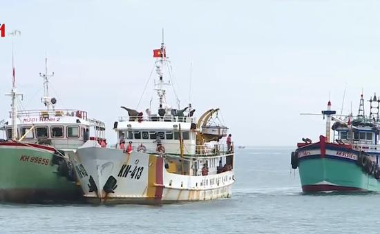 Cứu nạn 2 tàu cá bị trôi dạt trên biển