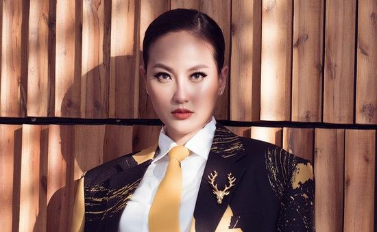 Hoa hậu Khánh Ngân gây bất ngờ khi diện đồ như quý ông đi dự sự kiện