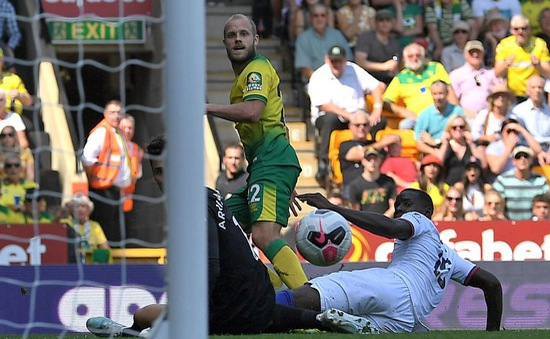 """Chân sút """"0 đồng"""" của Norwich đang khuynh đảo Premier League 2019/20!"""