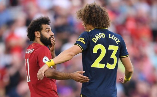 """""""Tội đồ"""" Arsenal: Tôi không kéo áo, chỉ đặt tay trúng áo Salah"""