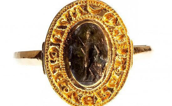 Tìm thấy chiếc nhẫn vàng cổ trị giá hơn 280 triệu đồng vì đãng trí