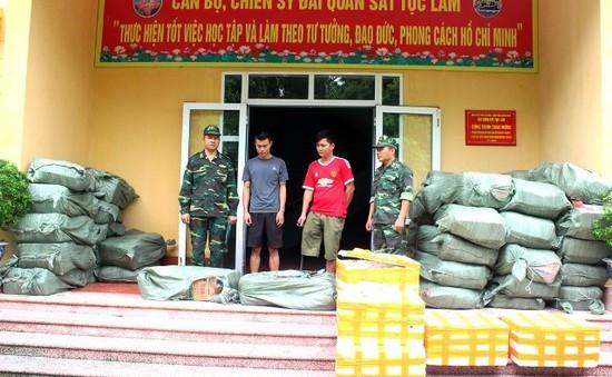 Bắt vụ vận chuyển gần hai tấn thực phẩm nhập lậu