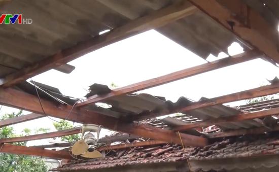 Chằng chống nhà cửa đối phó bão số 4, người đàn ông ngã từ mái nhà xuống tử vong