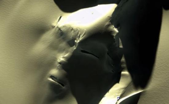 """Phát hiện """"khuôn mặt người ngoài hành tinh"""" khổng lồ bí ẩn ở Nam Cực"""