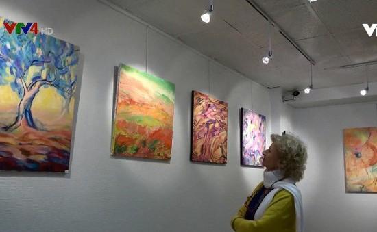 """""""Khoảnh khắc cuộc đời"""" - Triển lãm tranh của họa sĩ Pháp gốc Việt tại Paris"""