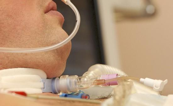 Cách chăm sóc cho người bệnh có lỗ mở khí quản tại nhà