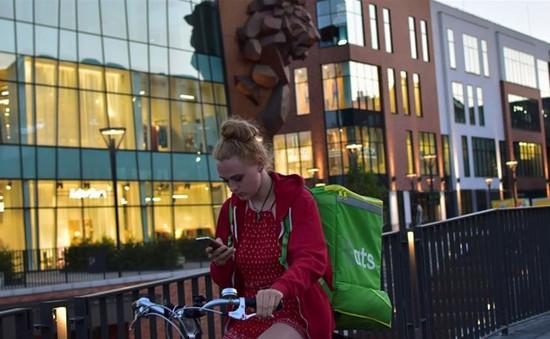Ba Lan cắt giảm thuế thu nhập để giữ chân lao động trẻ
