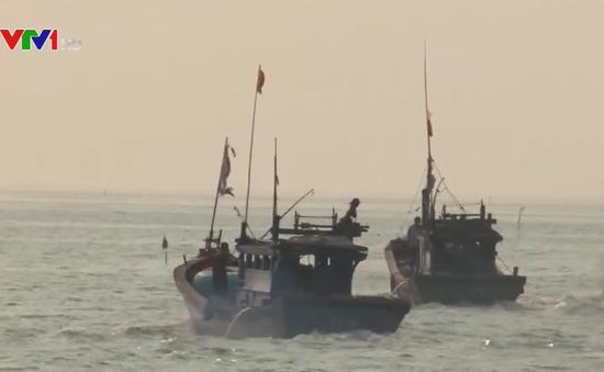 Cảnh sát biển Việt Nam đồng hành cùng ngư dân miền Trung