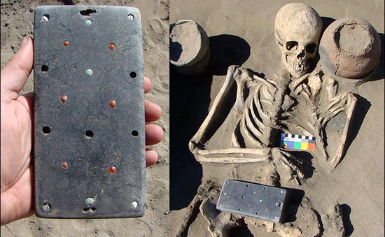 """Tìm thấy """"điện thoại iPhone"""" có niên đại hơn 2.000 năm"""
