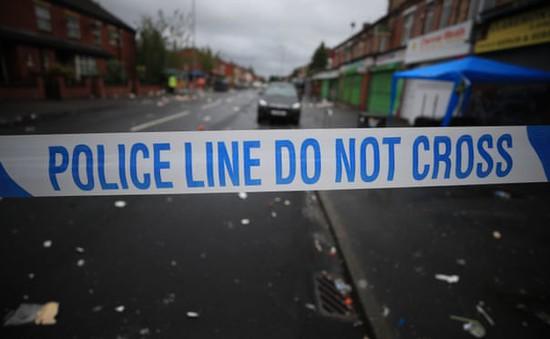 Tấn công bom xăng vào cảnh sát ở Bắc Ireland