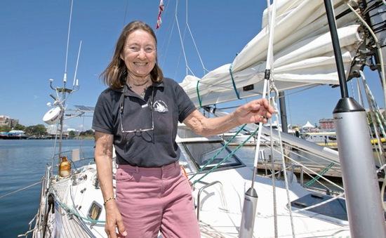 Kỷ lục cụ bà cao tuổi nhất một mình đi vòng quanh thế giới bằng thuyền