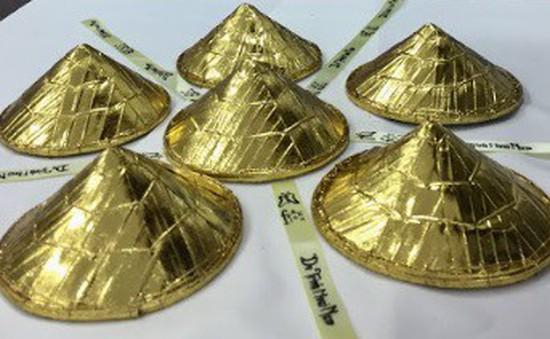 30 chiếc nón dát vàng cùng di sản Việt mở màn NY Couture Fashion Week