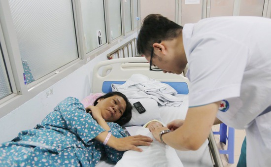 Đón con gái đầu lòng sau 10 năm chạy chữa hiếm muộn