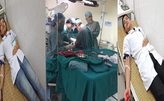 Hai nhân viên y tế hiến máu cứu bệnh nhân tai nạn lao động