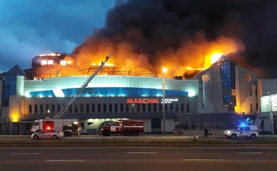 Cháy lớn thiêu rụi hơn 1.000m2 trung tâm thương mại ở Vladivostok, Nga