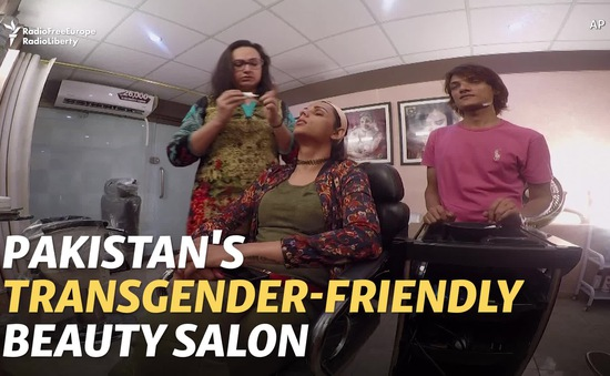 Salon tóc đầu tiên dành cho người chuyển giới ở Pakistan