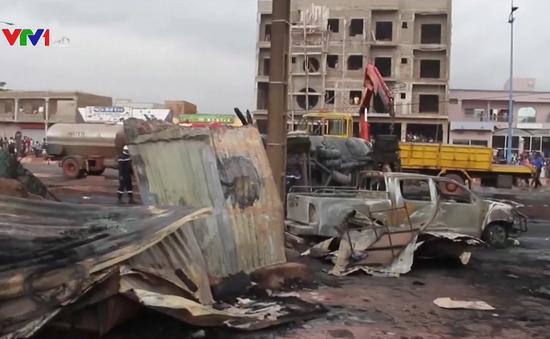 Nổ xe chở dầu ở Mali, hơn 50 người thương vong