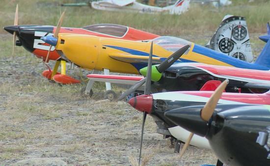 Máy bay mô hình, thú vui của người muốn chinh phục bầu trời