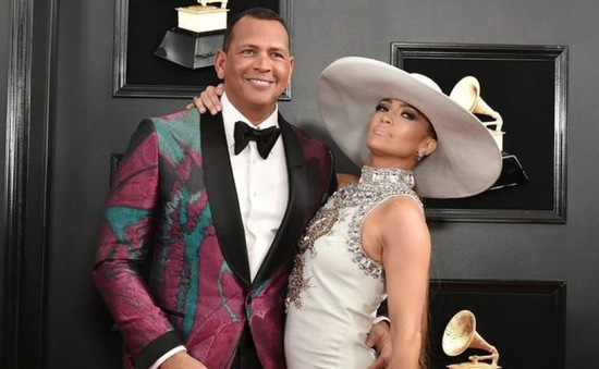 Jennifer Lopez biểu diễn ở Super Bowl Half-time Show, hôn phu tự hào