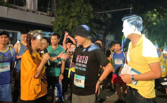 """Bảo Thanh - Tuấn Tú """"Về nhà đi con"""" làm MC trong tập 4 Revive Marathon Xuyên Việt"""