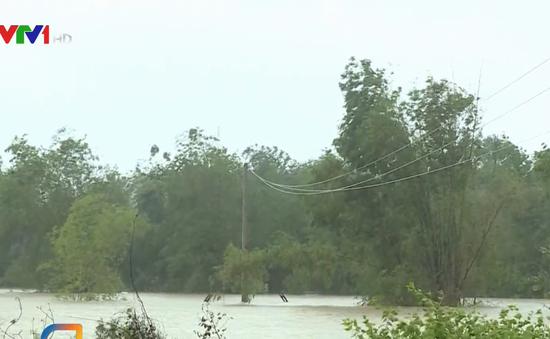 Một người mất tích, nhiều địa phương tại Quảng Bình ngập nặng do mưa lũ