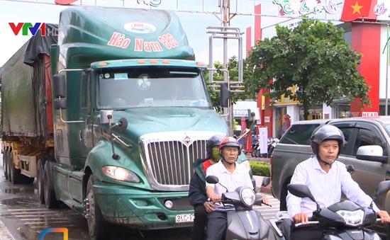 Ám ảnh xe tải né trạm thu phí, đi vào đường nội thị tại thị xã Quảng Yên