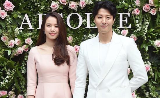 Ngọt ngào như cách Lee Dong Gun thể hiện tình yêu dành cho Jo Yoon Hee trên phim trường