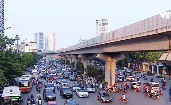 Giao thông vào giờ cao điểm trên tuyến đường Nguyễn Trãi, Hà Nội