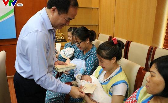 Trung thu sớm của các bé sơ sinh ở Bệnh viện Bưu điện