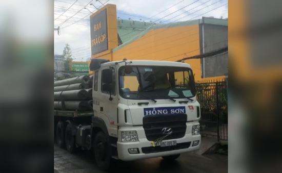 Xe quá tải lưu thông gây lún nứt nhà dân