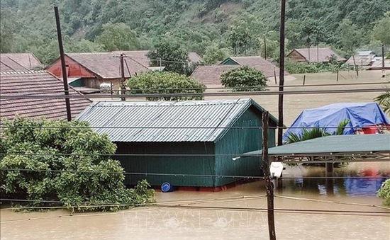 4 người thiệt mạng, hơn 15.000 ngôi nhà bị ngập nước do mưa lũ ở miền Trung