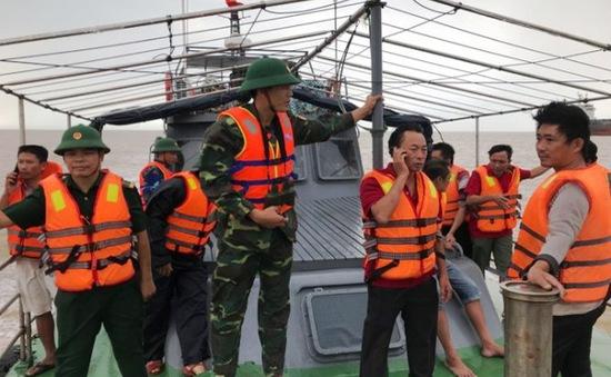 Cứu hộ an toàn 5/7 thuyền viên trong vụ chìm tàu ở Quảng Bình